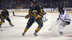 Quinnipiac men's hockey vs UConn 11/17/15