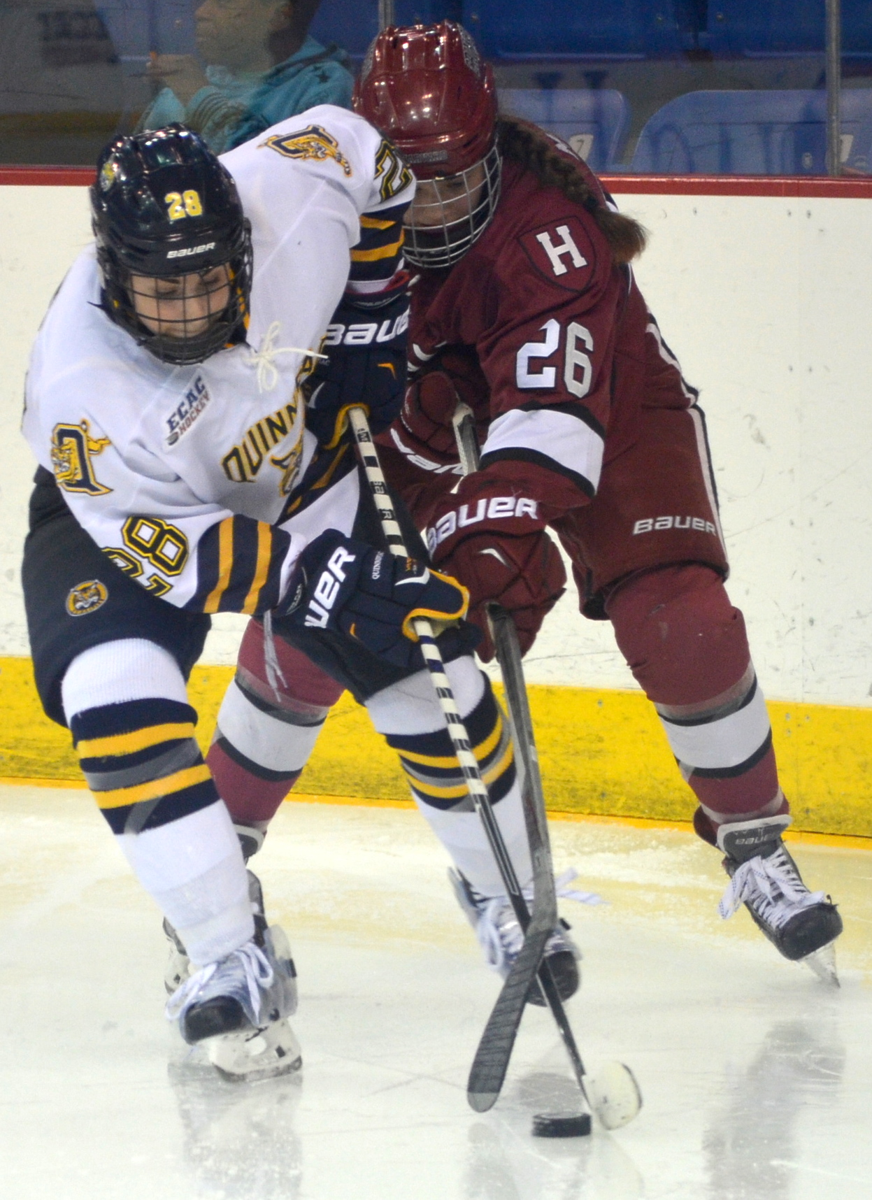 Jordan Novack|Quinnipiac Chronicle Miranda Lantz battles for possession vs Harvard 12/5/15